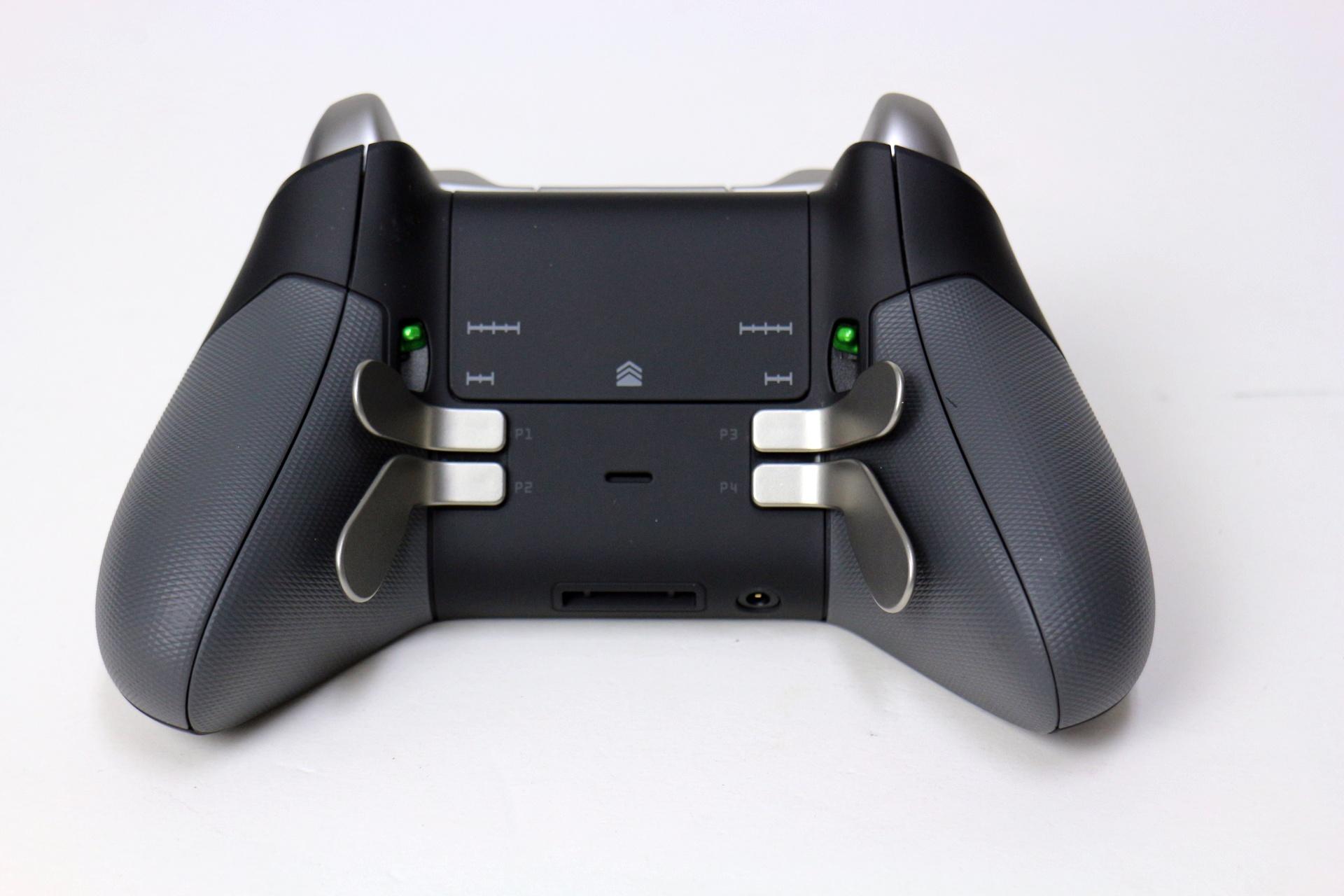 機能的には最大の特徴となる4つの背面パドルボタン。任意機能を割り当て可能なほか、個別の着脱も可能