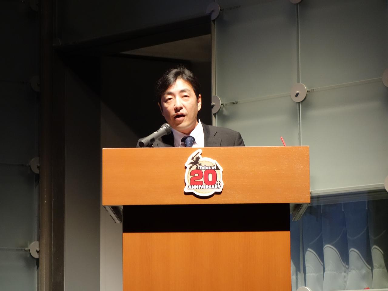 発表を行なったのはバンダイナムコ エンターテインメント「テイルズ オブ」シリーズIP統括担当の田中快氏。宣伝キャラクター・ビバ☆くんの中の人でもある