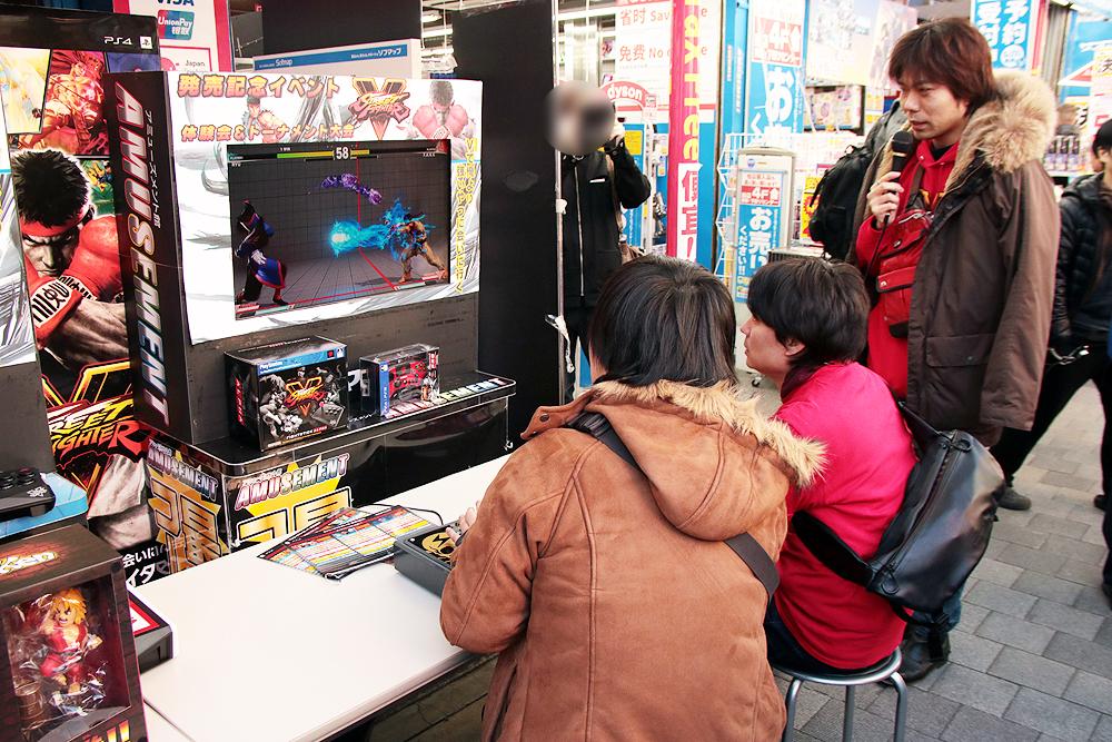 体験会ではなんと杉山晃一プロデューサーと綾野智章アシスタントプロデューサーがガチ参戦。杉山氏とプレイしてその後綾野氏と交代して2人と対戦を楽しめた。1人がプレイしているときは片方が実況を担当するという非常に豪華な体験会となった。