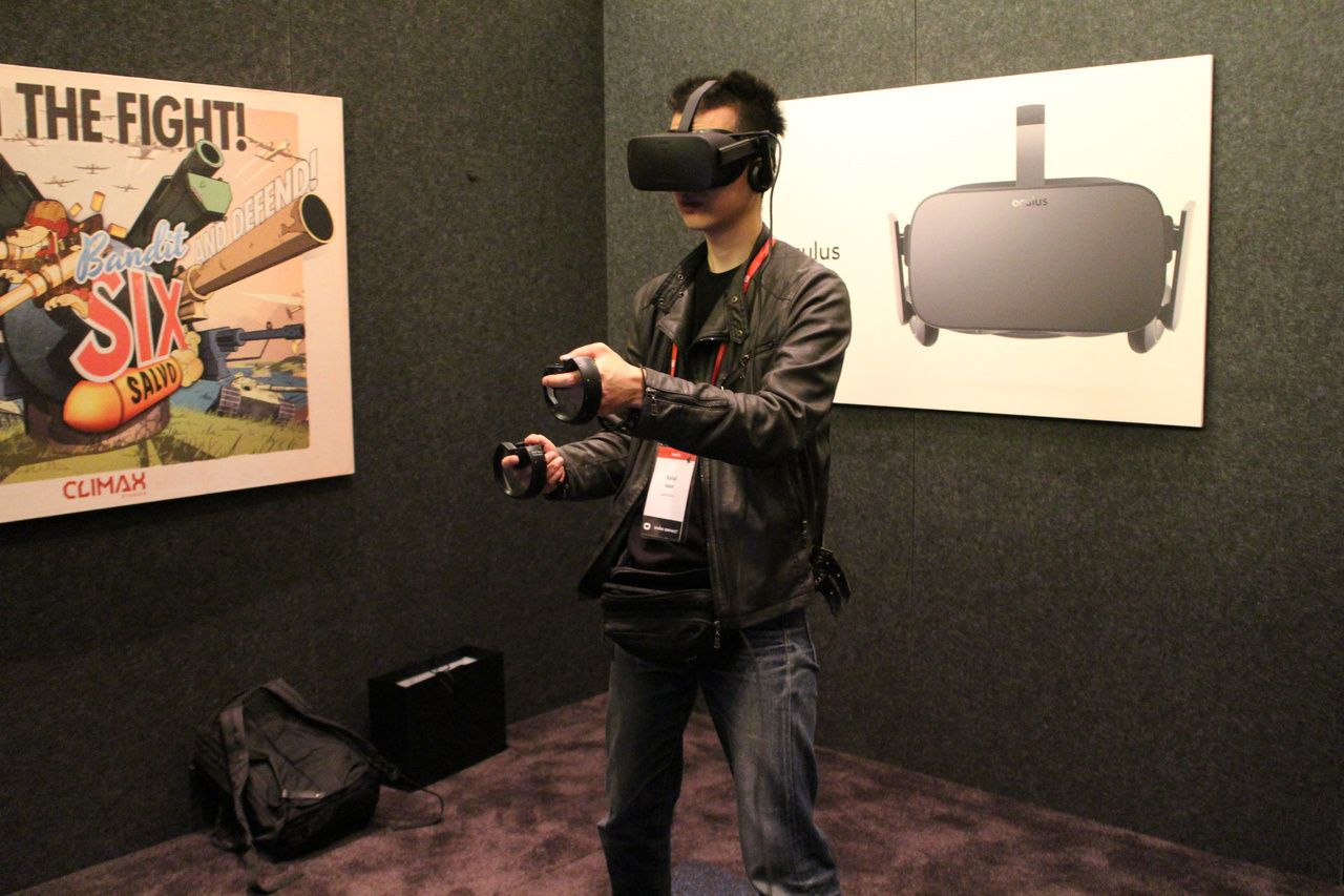 Oculus Riftもルームスケールに近い体験が可能だが、別売(未発売)の「Oculus Touch」と同梱の追加カメラの設置が必要