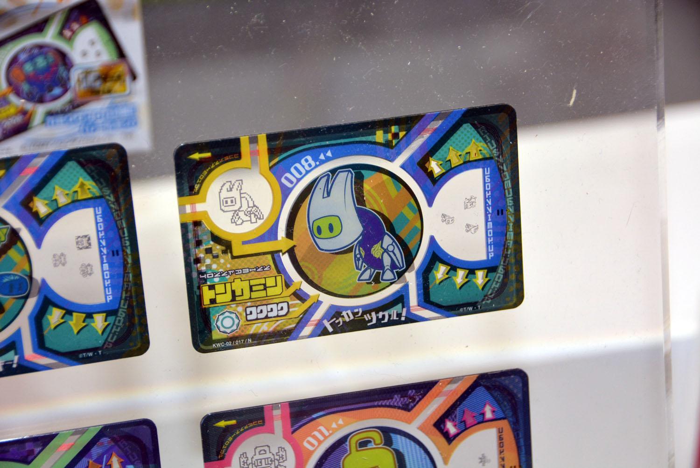 遊びのコアとなるカード「カミワザプロカ」。ICカード、透明部分の模様など、連動させる機能がたくさん盛り込まれている