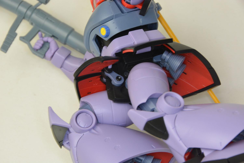 足の付け根、装甲の付け根は軸そのものも可動する