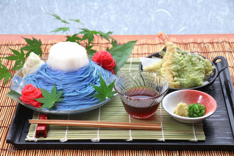 そうめん200g、天ぷら(海老、穴子、大葉、茄子)、しょうが、ネギで、価格は850円
