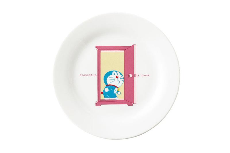 ドラえもん皿は磁器製で直径は約23cm