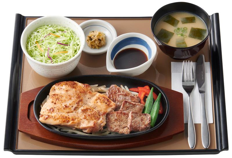 コンビ・筋肉定食 皮なし鶏もも肉&牛赤身肉のステーキ(1190円)