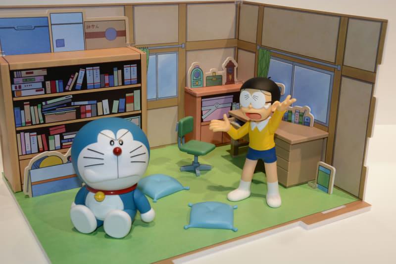 オブジェクトや雰囲気まで、アニメの世界を確かに感じられるジオラマ。フィギュアとの連携もバッチリだ。7月23日発売、価格は2,750円(税込)