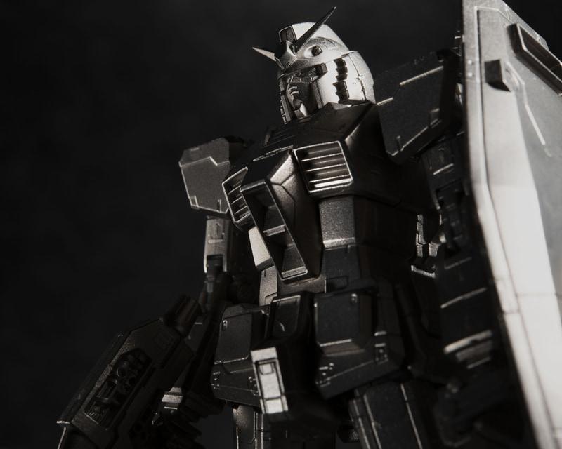 本商品のディテール表現は「1/1 RX-78-2 ガンダム立像」と、「RG ガンダム」のモールド表現を意識したデザインとなる
