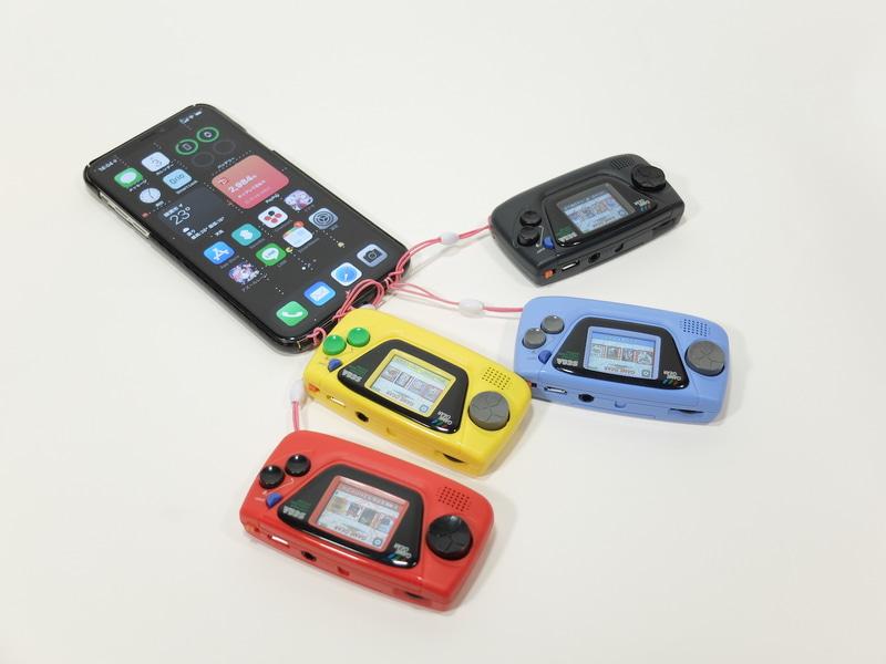 4台まとめて携帯ストラップにしてみた。昔こうやってド派手にストラップしてる人いたよねぇ?