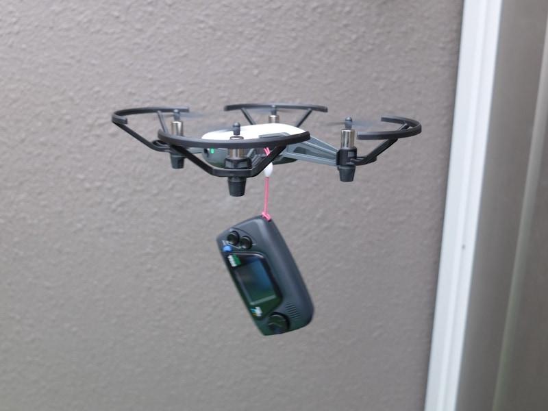 電池を外した状態の「ゲームギアミクロ」1台であれば問題なく飛行に成功した