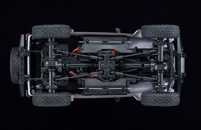 ミニッツ4×4は、ラダーフレームやリンク式リジッドアクスルサスペンションといった1/10スケールのオフロードモデルと同様のメカニズムをミニッツサイズに凝縮