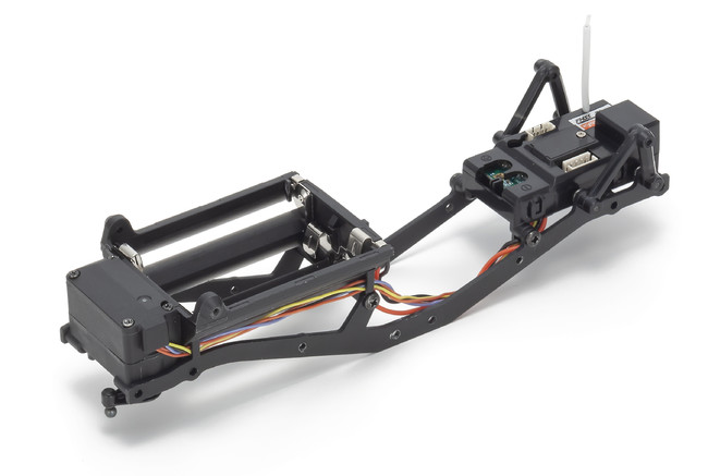 ミニッツ4×4は、実車モデルの多くに取り入れられているラダーフレーム(スチール製)を採用。これに組み合わせる各種樹脂製パーツとのバランスを図ることで、走行に適したシャシー剛性を確保している