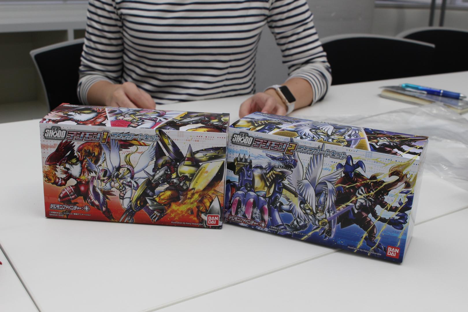 コンプリートセットのパッケージを、渡辺氏が手がけている。なおこちらの2種は予約が終了している