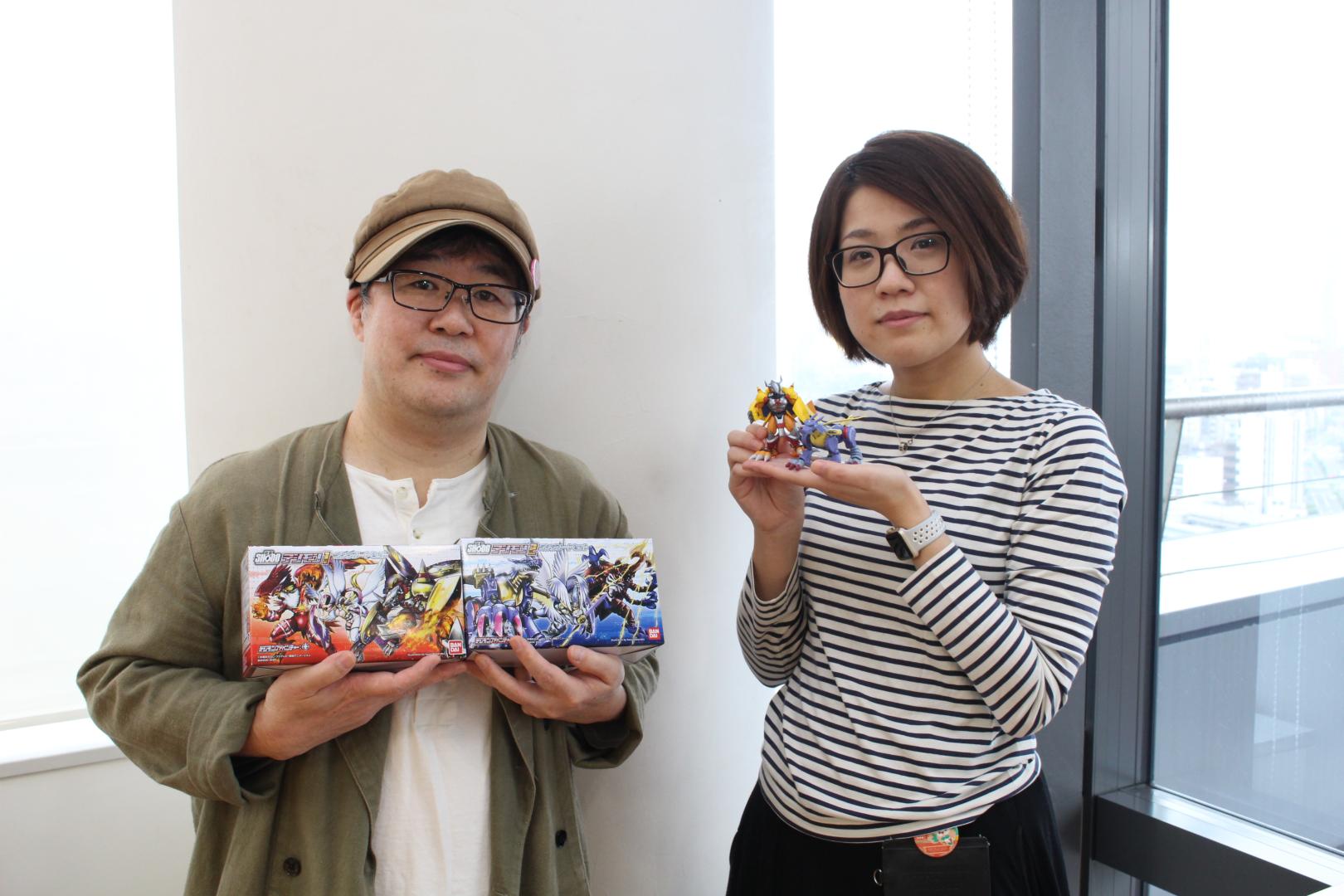 「デジモン」キャラクターデザイナーの渡辺けんじ氏(写真左)とバンダイキャンディ事業部の林佳奈子氏(写真右)