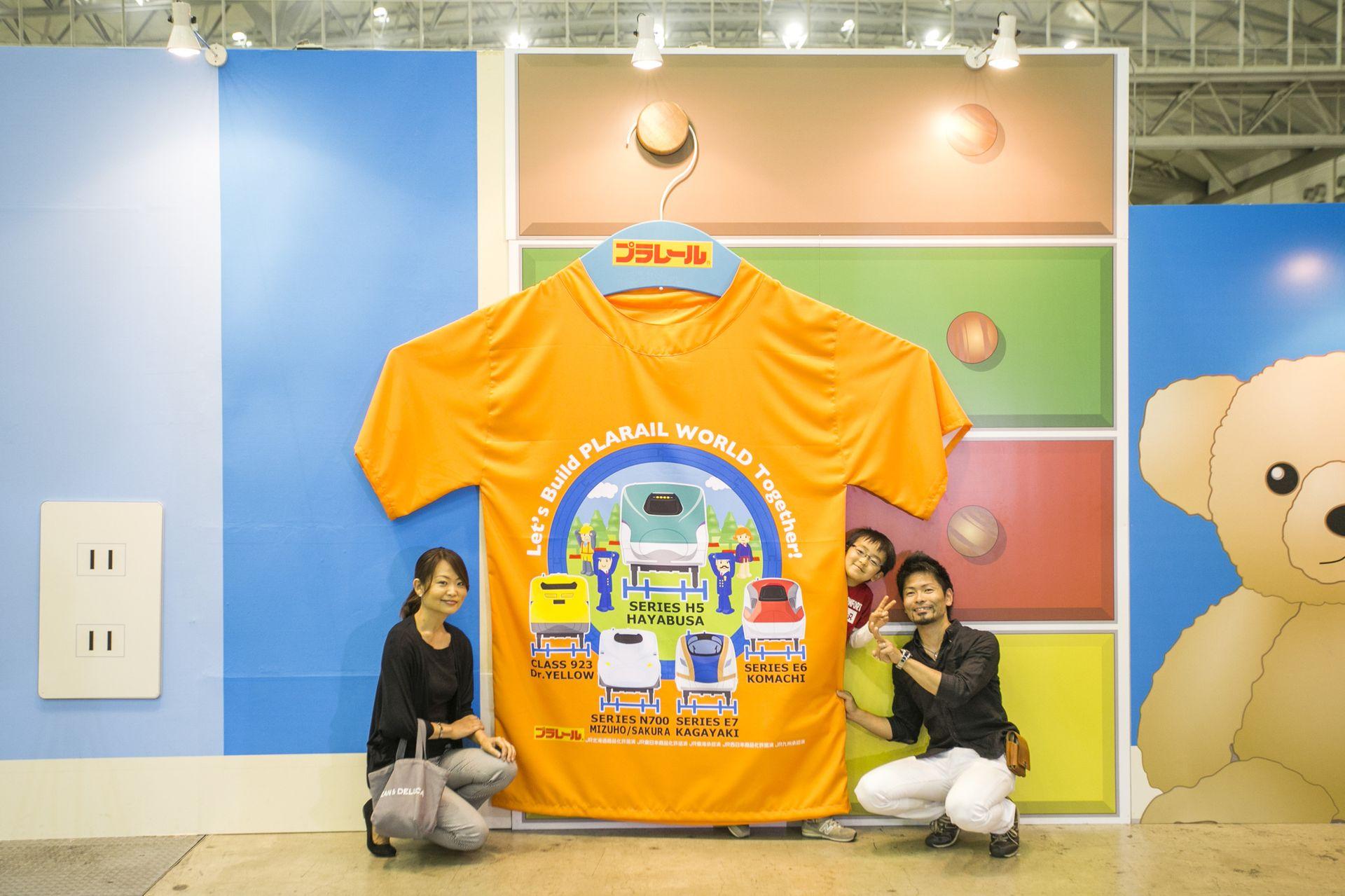 プラレールの巨大Tシャツと一緒に記念撮影しよう
