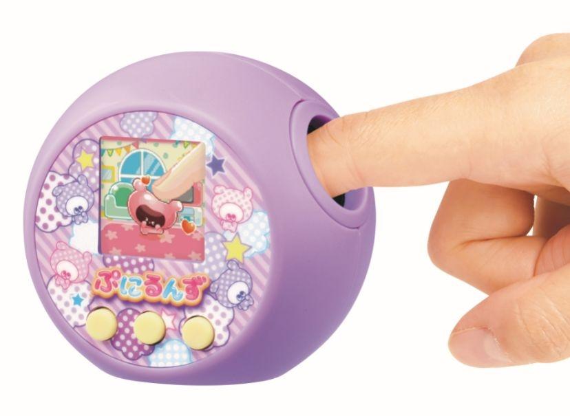 """ゆびを使って""""ぷにぷに""""ボタンを操作"""