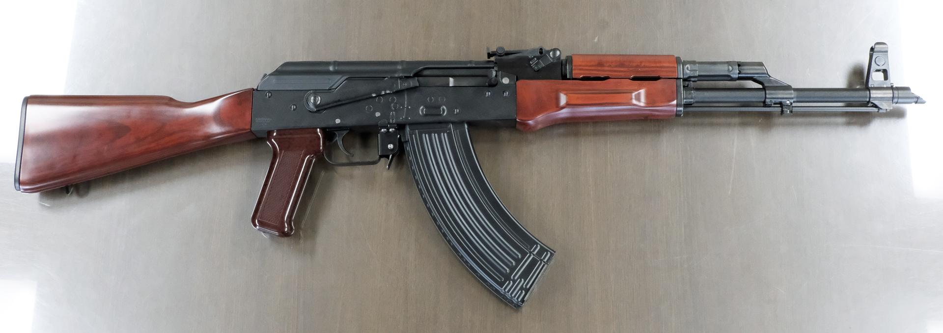 無可動実銃や膨大な資料から作られたガスブローバックマシンガン「AKM」。話を聞いていくとその再現度に驚かされる