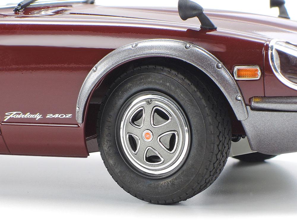 メッキパーツを使用したホイールには、質感あるゴムタイヤを装着