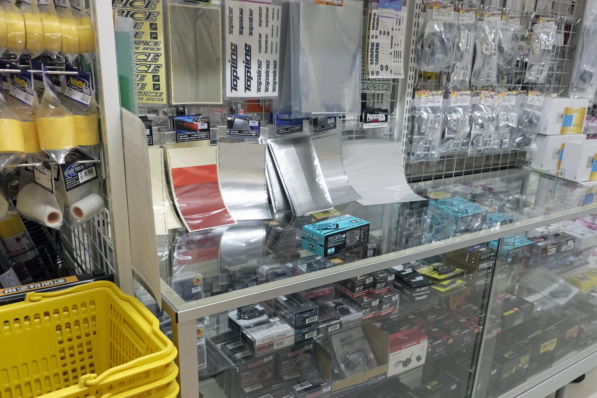 4月発売の人気パーツ「タミヤRCシステム No.69タミヤ ブラシレス エレクトロニック スピードコントローラー 04S センサー付」も豊富に在庫されていた