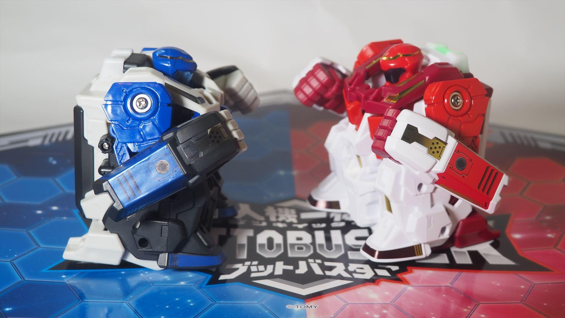 ロボットが腕を振るって激しく戦う!