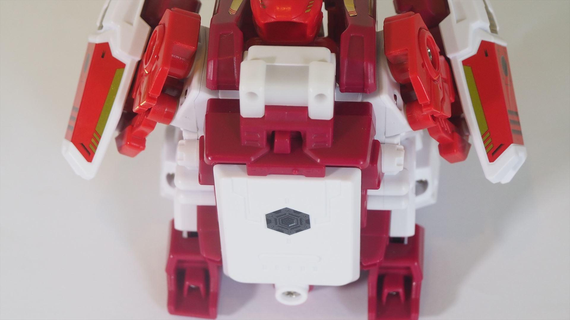 本体の背面上部に電源スイッチが用意されている