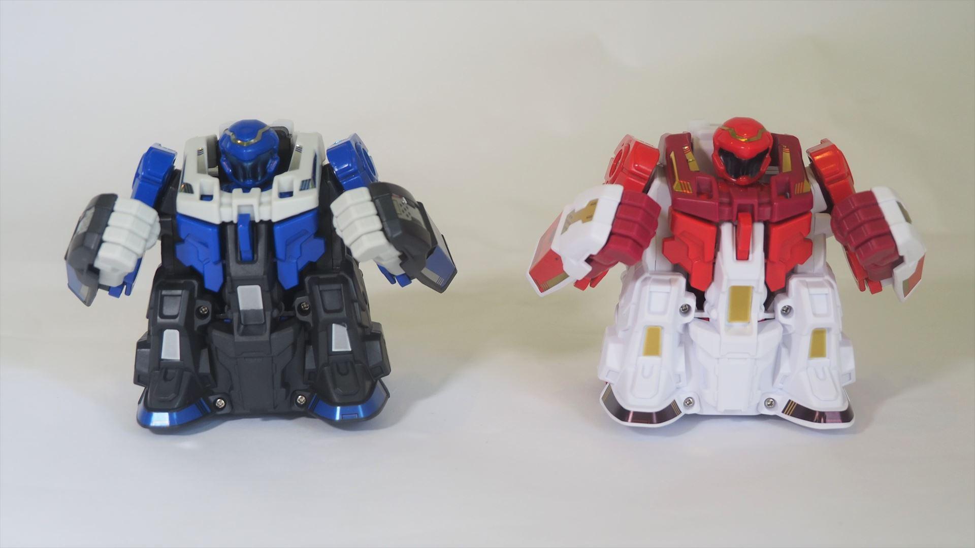 左の青いロボットが「ブルー・バギッスマッシュ」で、右の赤いロボットが「レッド・ドンッバスター」