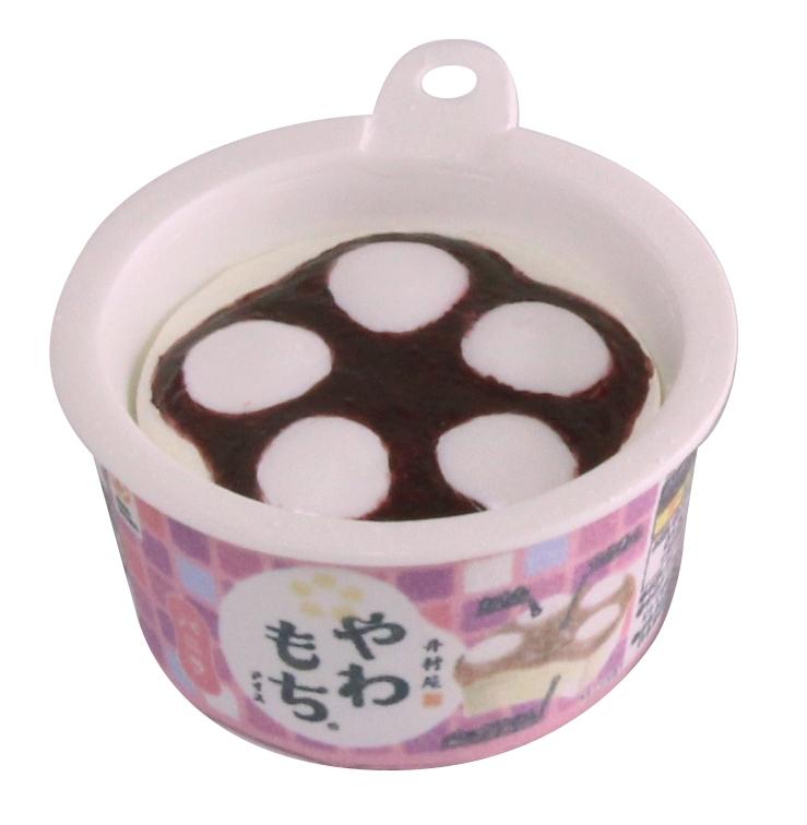 コクのあるバニラアイスに、おもちとつぶあんを合わせたカップアイス