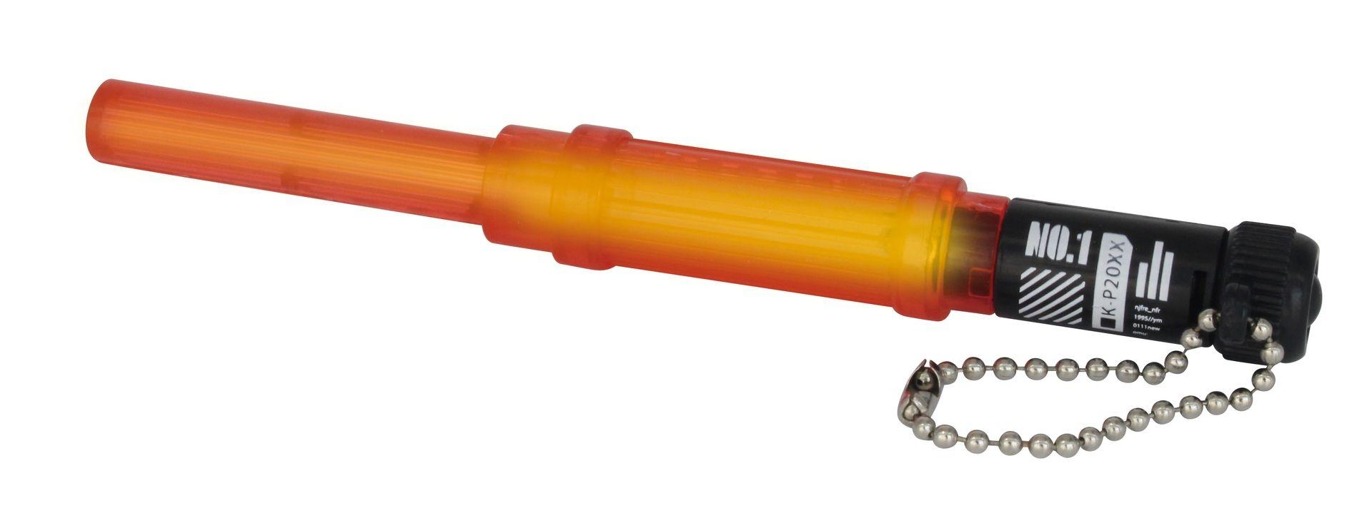 光る特殊警棒は、伸ばすと約135mmに