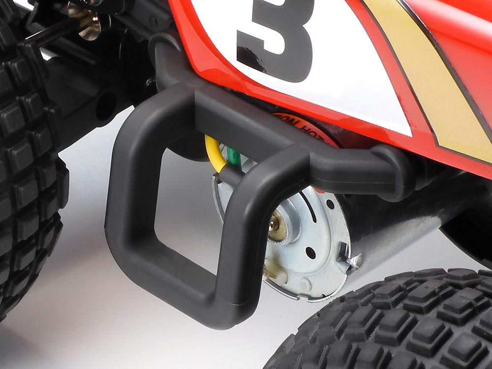 モノコックフレームの中央に搭載されたモーターのパワーをギヤで前後に伝えるギヤドライブ4WDを採用
