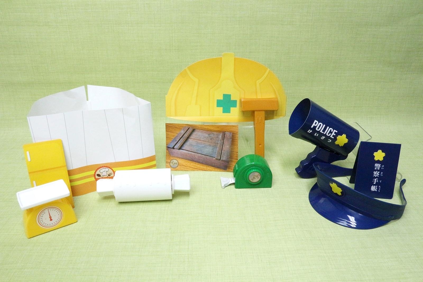 第1弾のおもちゃ。左から「シェフ」、「大工さん」、「警察官」