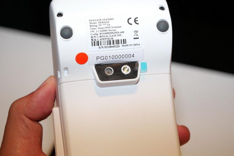 QRコードやバーコードは背面カメラで読み取る