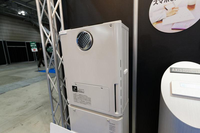 新型のガス給湯器。給湯加熱速度が2秒に