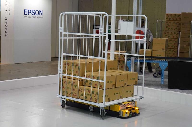 パナソニックの自律走行・低床型 搬送ロボット「STR-100」