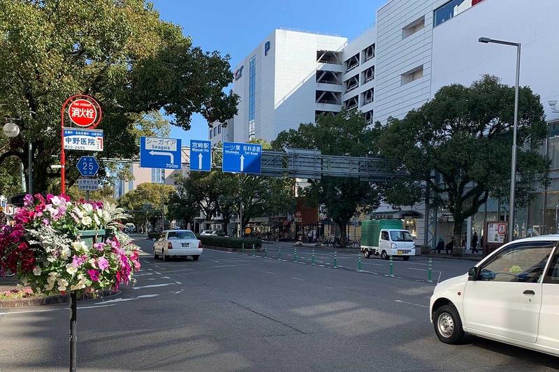 現在の高千穂通り。バス通りでもある