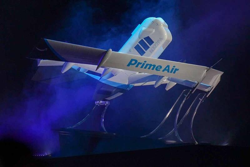 re:MARSで発表された、Amazonの商用配送サービス用ドローン。垂直飛行から水平飛行へ移行できる「ハイブリッド型」であるのが特徴