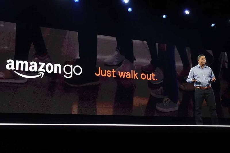 Amazon Goのキャチフレーズは「Just walk out」(ただ歩いて出るだけ)。このシンプルさと素早さが顧客体験の軸だ