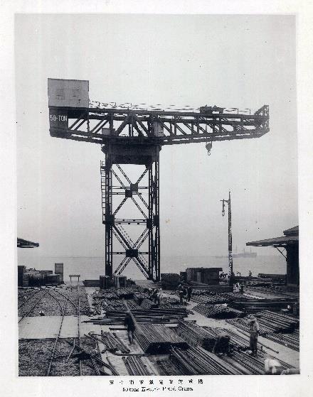 完成したハンマーヘッドクレーン 1917年(大正6年)。横浜みなと博物館所蔵