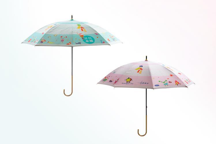 川越日傘。グリーン(左)とピンク(右)