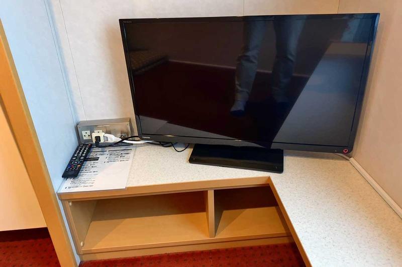 個室にはテレビも常備