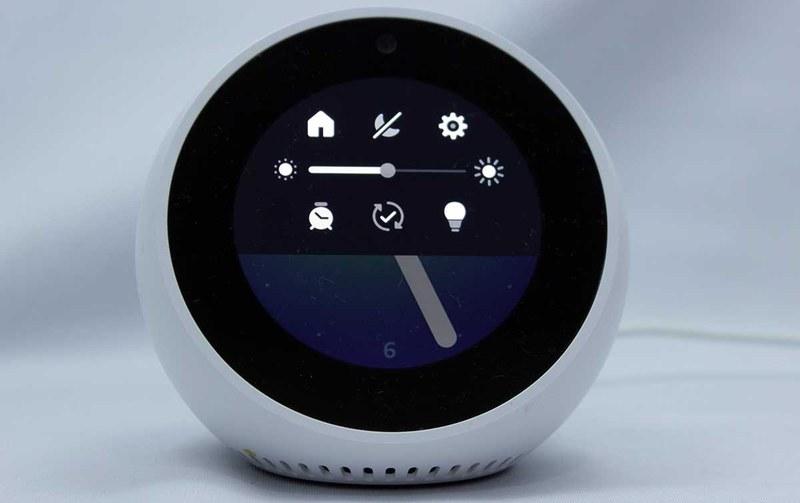旧UIのEcho Spotは画面上部の設定から家電をコントロール