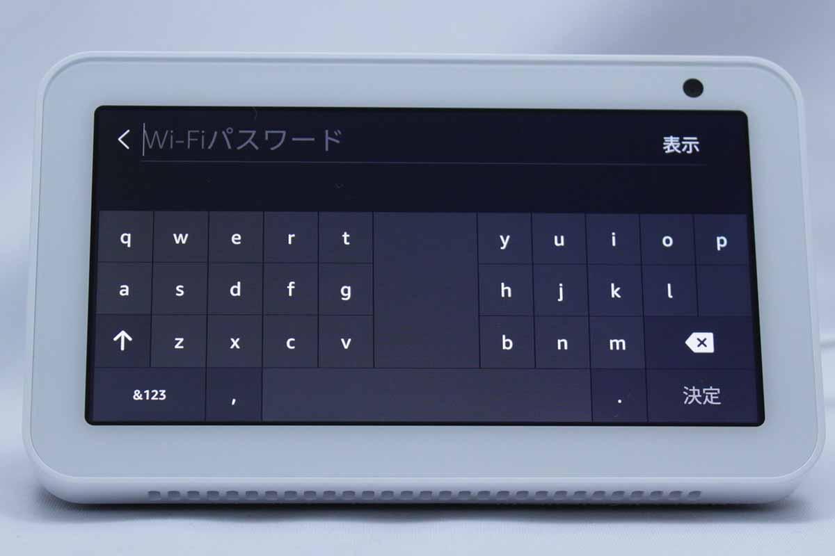 初回設定で言語を選択→周囲のWi-Fiを検索→パスフレーズは手入力→AmazonのIDとパスワードも手入力→自宅のどのエリアで利用するかを登録→本体を呼びかける名前を設定