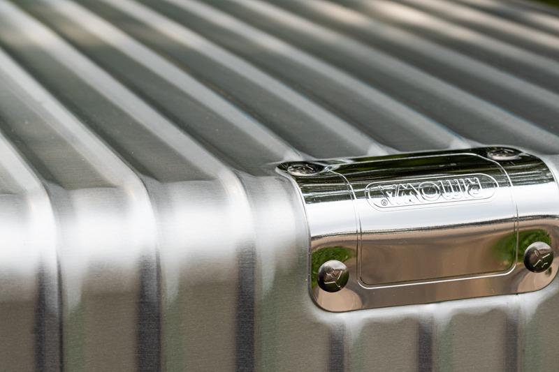 リモワのスーツケースを特徴付けているのがこの波板