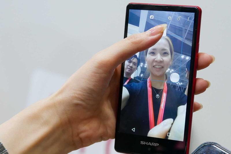 顔認証の登録。まずはスマートフォンで自撮りする