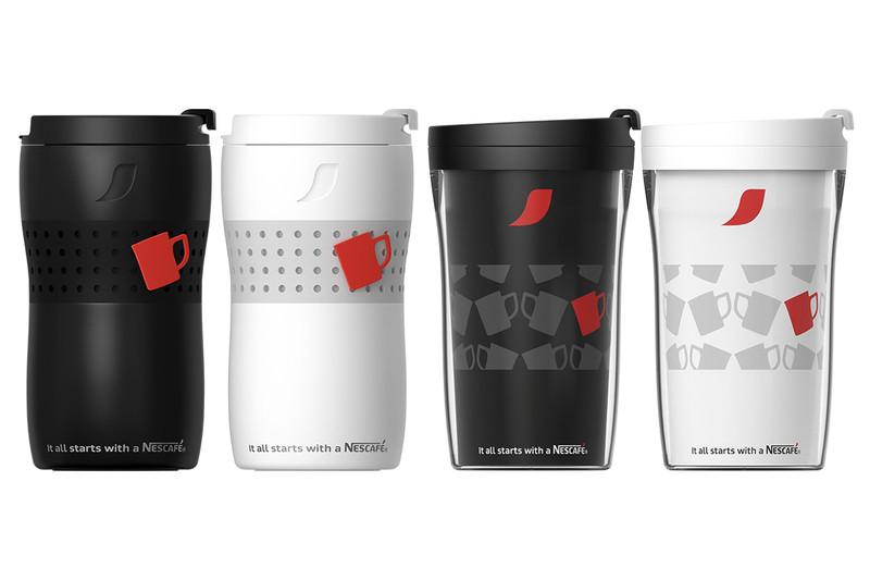 バリスタ デュオ専用のタンブラー。左から「ネスカフェ パーソナル サーモ タンブラー」ブラック、ホワイト、「ネスカフェ パーソナル タンブラー」ブラック、ホワイト
