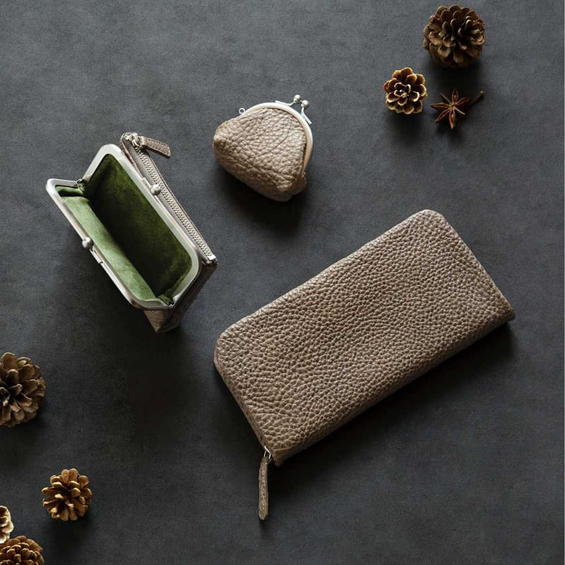 上:ミニがま口、左:がま口ポケット財布、下:クッションファスナー長財布(アッシュブラウン)
