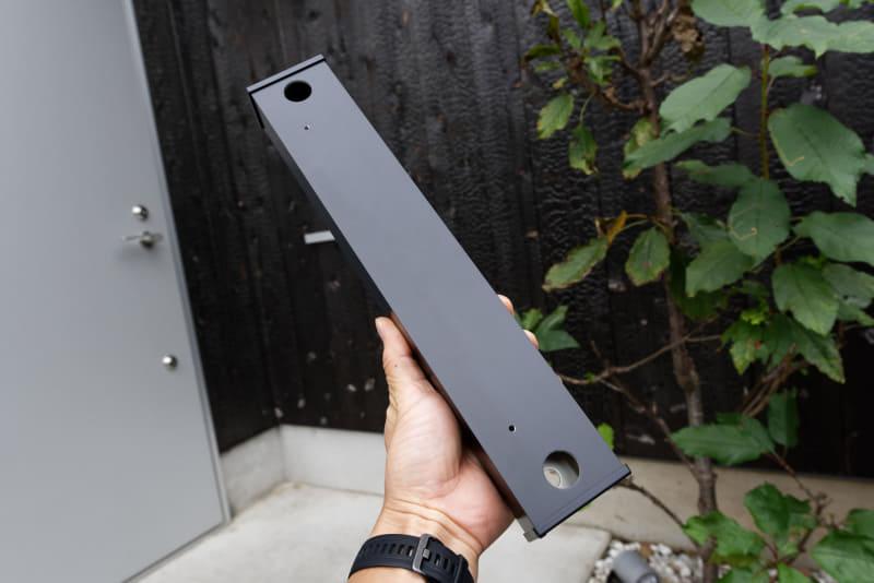 据え置き施工用ベースはCOMBO-Light本体の底面にネジ留めして使う