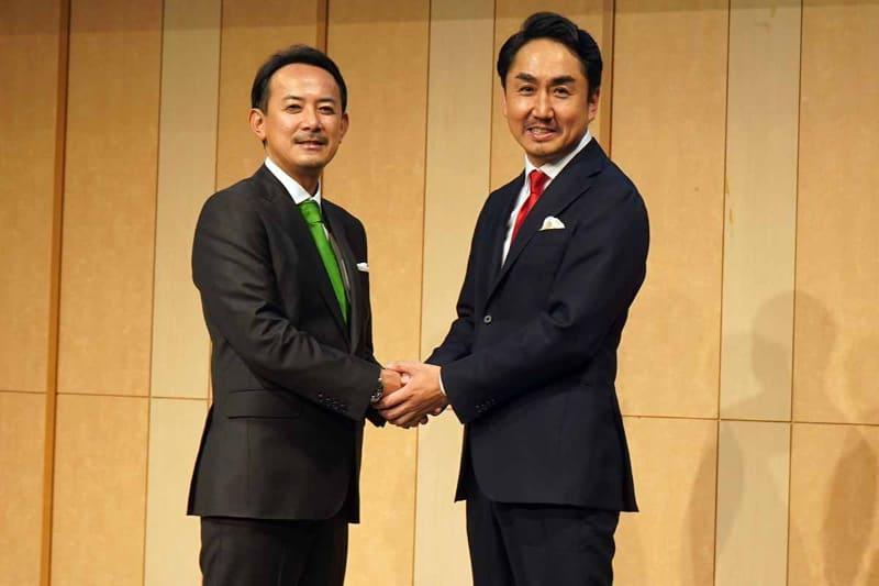 ZHD川邊健太郎社長(左)とLINE出澤剛社長(右)