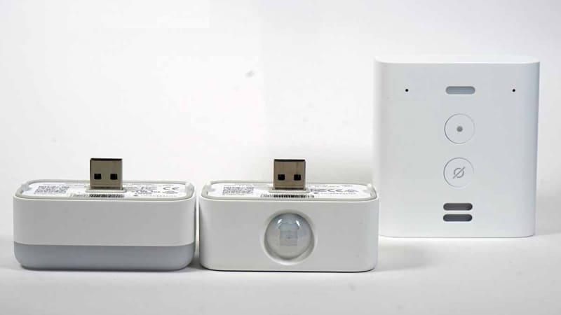 左からナイトライト、モーションセンサー、Echo Flex