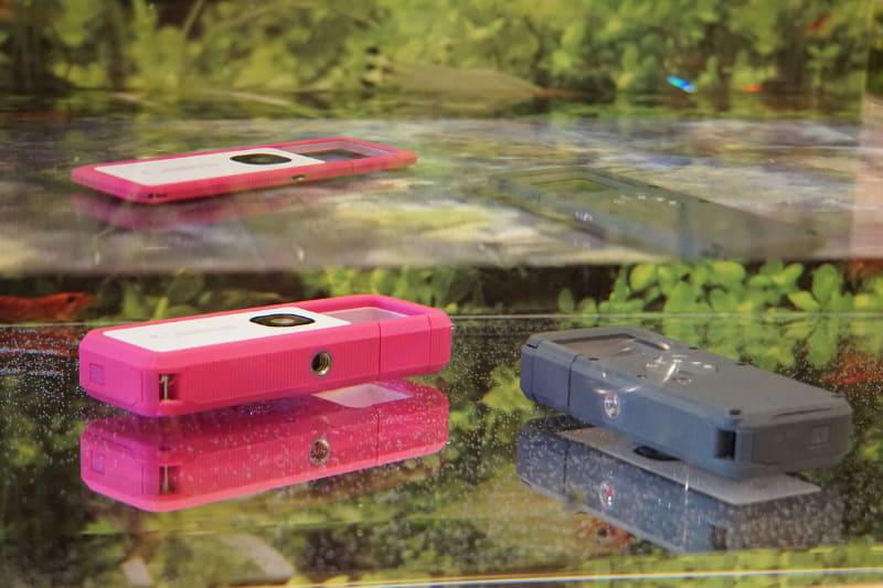 発表会では水槽の水の中に入れた展示で防水性能をアピール