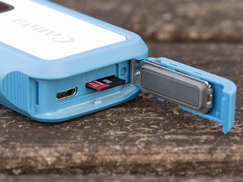 側面にmicroSDカードが入る。インターフェースはmicro USB。ここはUSB Type-Cにして欲しかったと感じるのは筆者だけではないはずだ