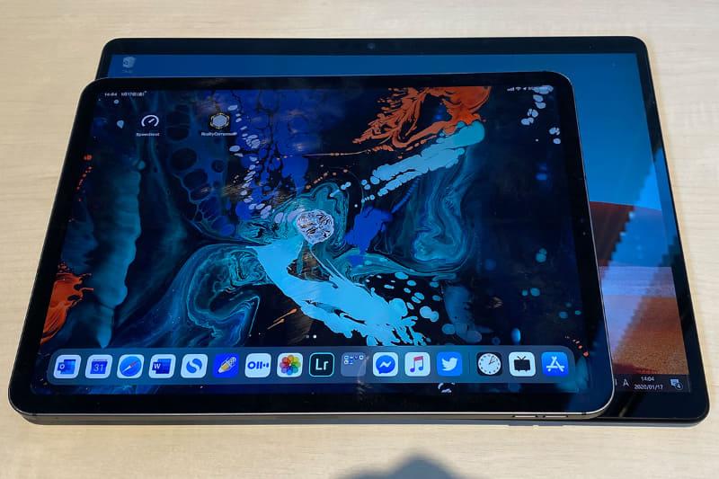 手元にあったiPad Pro 11インチモデルとの比較。ディスプレイのサイズ分、一回り大きい